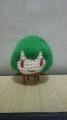 濃い緑の毛糸で編みました