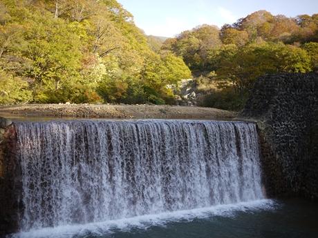 黒湯の近くの滝!_R