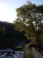 孫六温泉と先達川_R