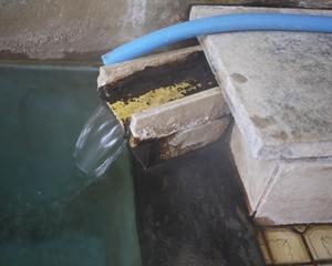 新田の湯の湯口_R