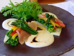 金目鯛と季節野菜のミルフィーユわさびソース添え