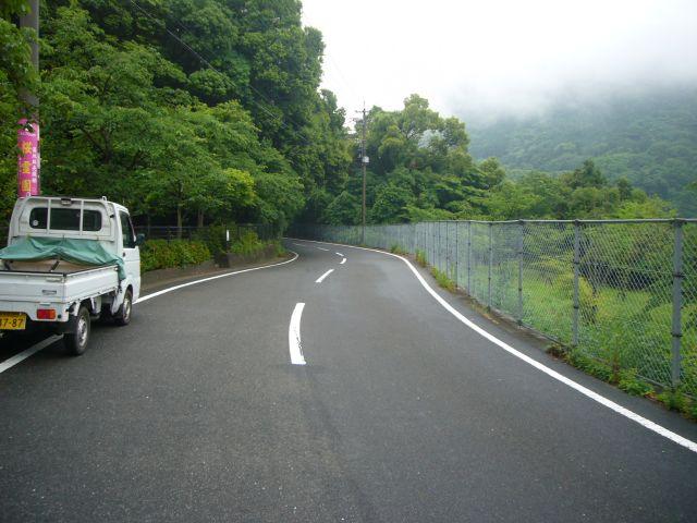 桜木岩下から赤木町方面へ続く道路