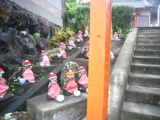 山中観音堂階段横の地蔵