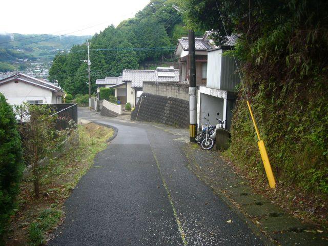 南区峠への登り道バス道