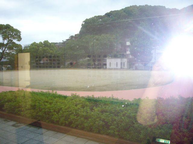 総合教育センター内部からグランド望む