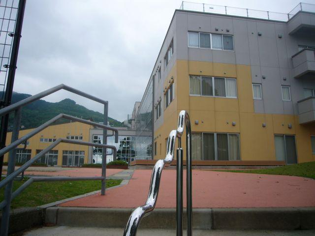 総合教育センター保立町バス停階段を昇って