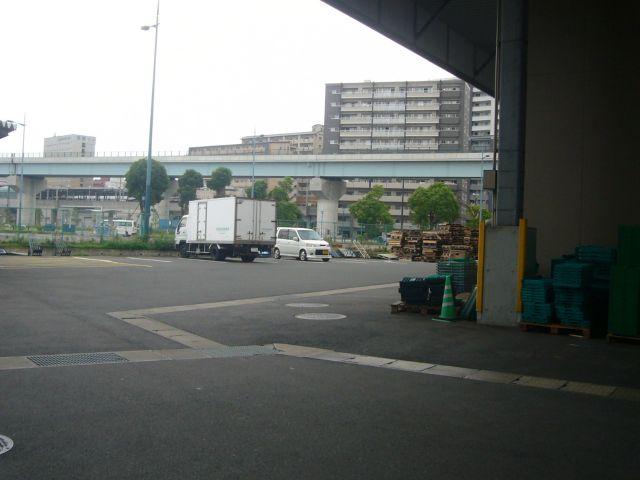 青果市場より駅裏を望む