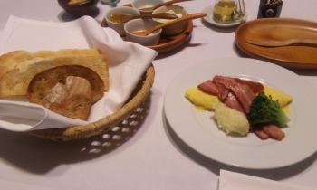 湯布院 朝食 パンと卵