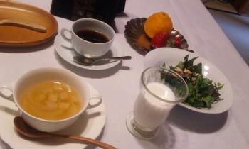 湯布院 朝食 スープとサラダ
