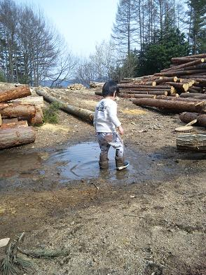子供は泥んこ遊び^^
