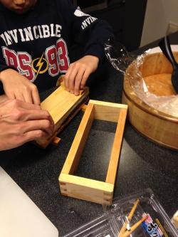 押し寿司作り中