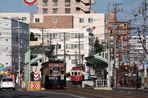 競馬場前での530号と函館ハイカラ号