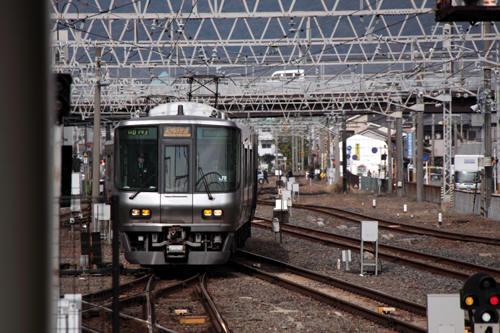 和歌山駅に到着する223系