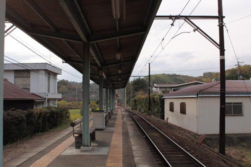 大池遊園駅ホームから和歌山方向を見る