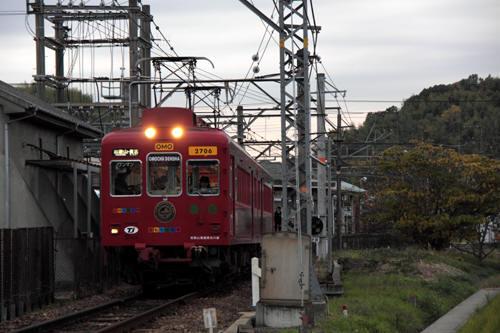 伊太祈曽駅を発車したおもちゃ電車
