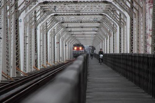 淀川橋梁に現れた4070列車