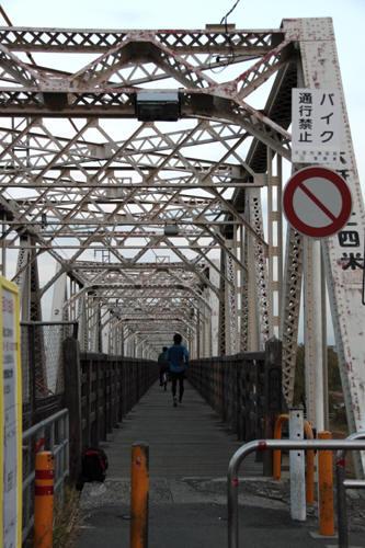 赤川仮橋の様子