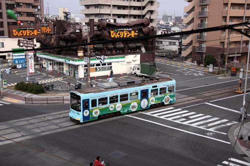 塚西交差点を渡るモ601
