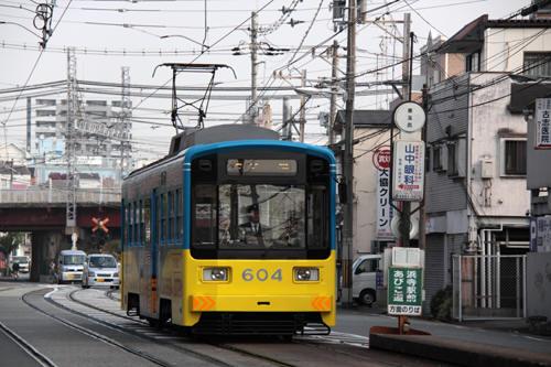 東玉出駅に到着したモ604
