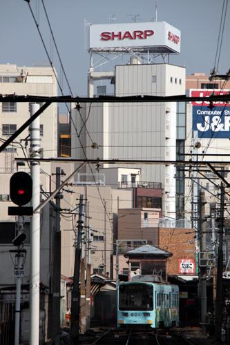 恵比須町に駅に到着するモ601