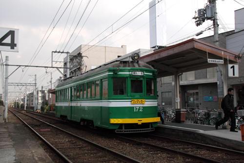 続けて浜寺駅前行きのモ172到着