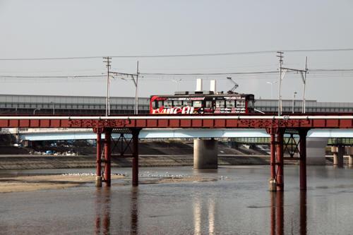 大和川橋梁を渡る電車 2