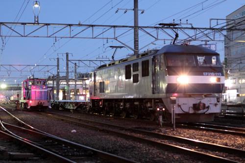 蘇我駅の4099列車のEF210-113とKD60 1