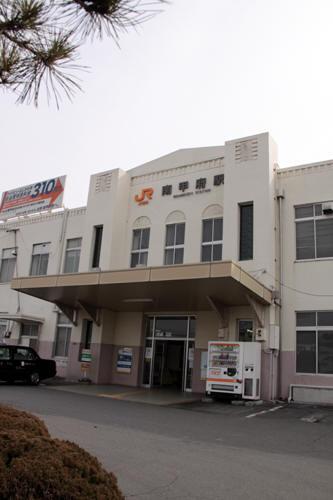 南甲府駅入り口