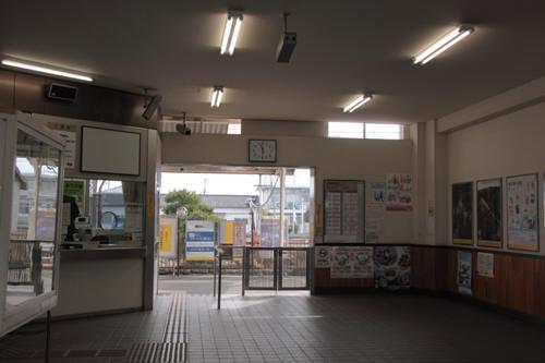 南甲府駅駅舎内の様子