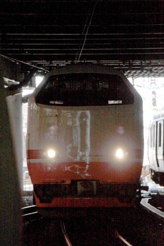 新宿駅に到着する特急きぬがわ4号