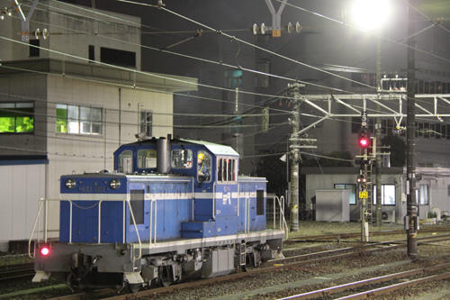 蘇我駅構内で待つKD60 1