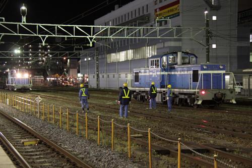 みんなが待つ中到着する5972列車のKD60 2