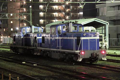 出発待ちの単27列車