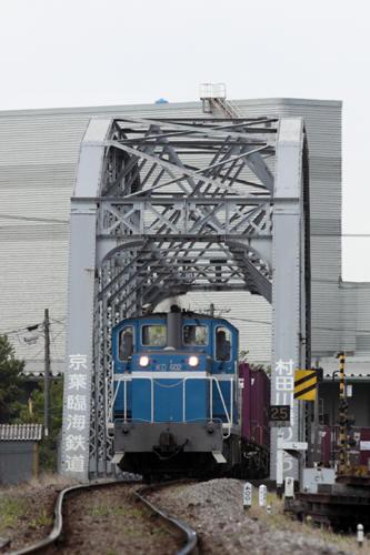 村田川橋梁を渡る507列車のKD60 2