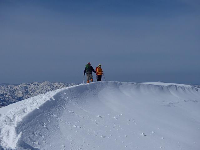 稜線に浮かぶmorinoさんとmasuさん