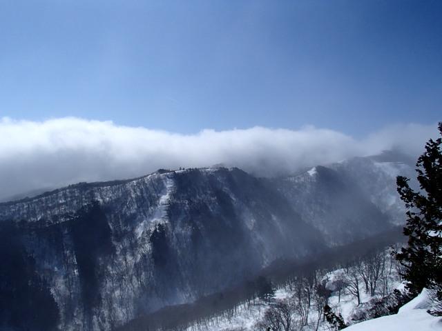 雪雲の大倉尾根