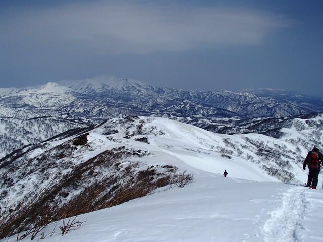 赤見堂岳山頂から降ります