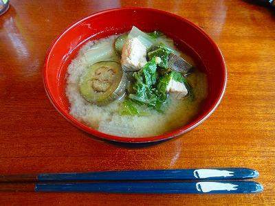 チンゲン菜ナスの味噌汁