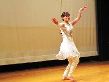 ジェニシャさん ネパールダンス