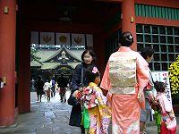 200px-Festival_day_for_the_children_aged_seven,_five_and_three,shitigosan,katori-city,japan