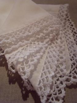 シンプルな縁編みのハンカチ