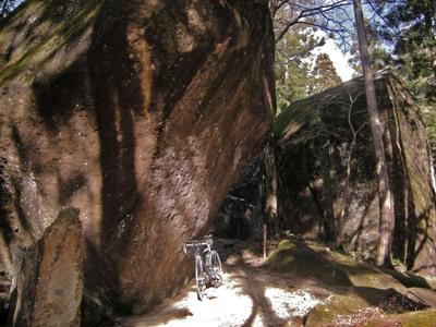9-7巨大石