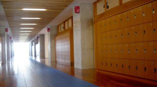 初芝立命館 新校舎廊下
