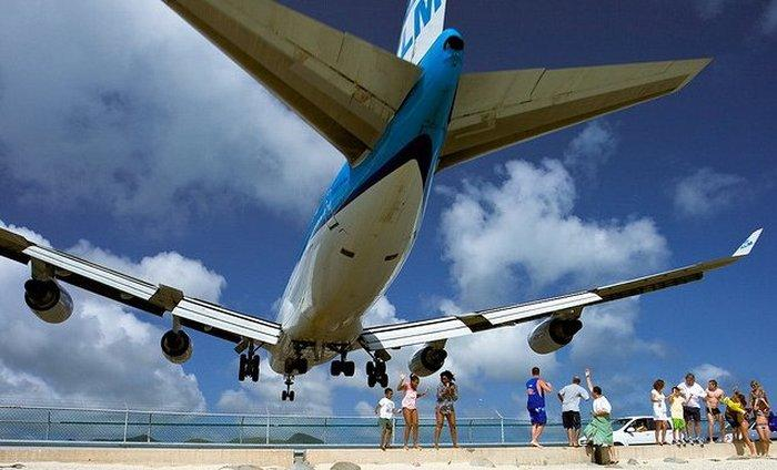 Close_Up_Beach_Close_Up_Ariport_Maho_beach_in_St_Martin_10.jpg
