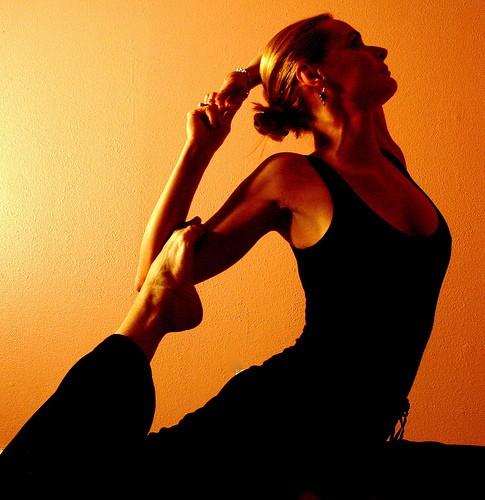 Girls_teach_Yoga_for_You_1.jpg