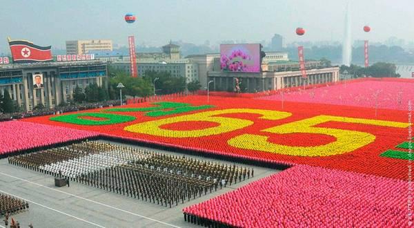 Parade_in_Pyongyang_North_Korea_1.jpg