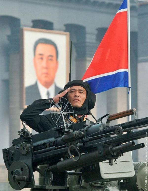 Parade_in_Pyongyang_North_Korea_10.jpg