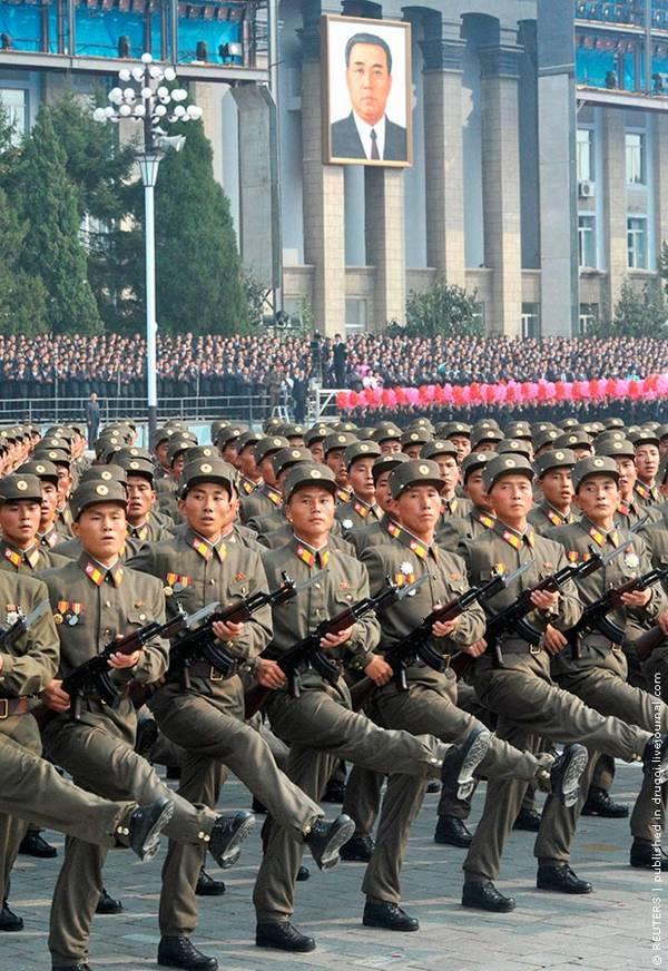 Parade_in_Pyongyang_North_Korea_15.jpg