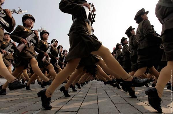 Parade_in_Pyongyang_North_Korea_16.jpg