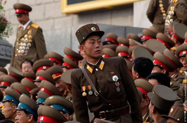 Parade_in_Pyongyang_North_Korea_2.jpg